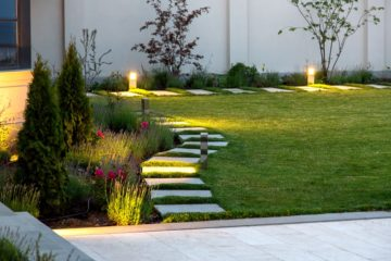Jardin paysager avec éclairage discret