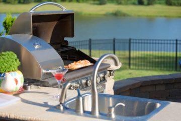 Espace barbecue au sein d'une cuisine d'été
