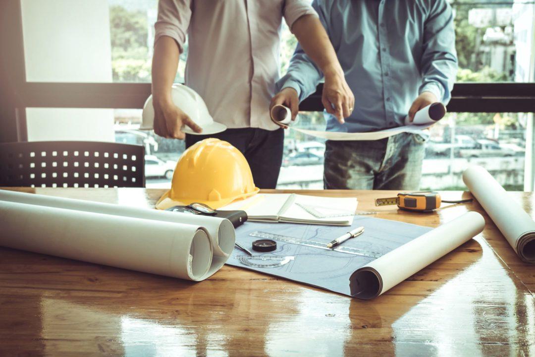 Artisan préparant le démarrage d'un chantier