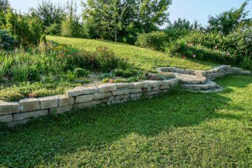 Aménagement d'un jardin paysager en pente