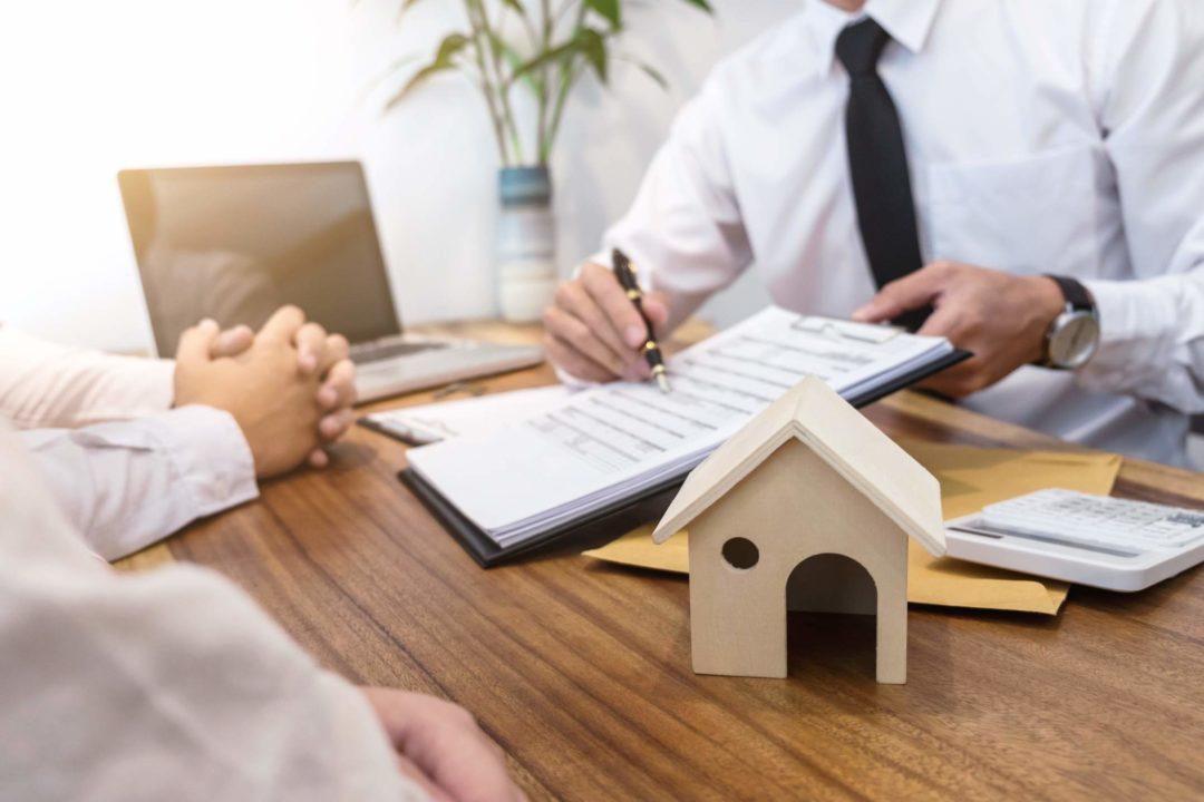 Signature d'un contrat pour des travaux ou une maison
