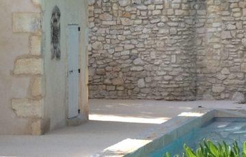 Le tour de piscine avec Le chemin naturel