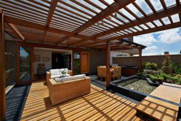 Une magnifique terrasse couverte d'une pergola