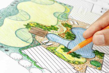 Le dessin, crioquis, d'un plan de réaménagement de jardin par un architecte paysagiste