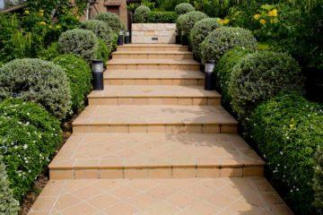 Des gradines paysagères ou escaliers en pas d'âne dans un jardin particulier