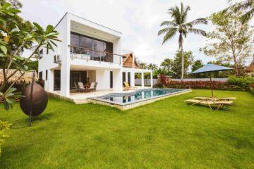 Une belle maison avec son jardin sa piscine une terrasse sur pilotis
