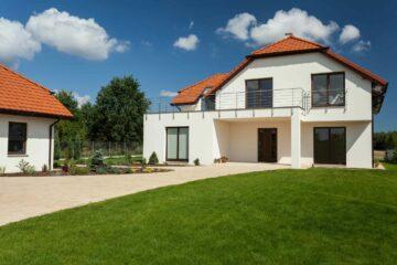 Une belle maison moderne et neuve avec sa dépendance