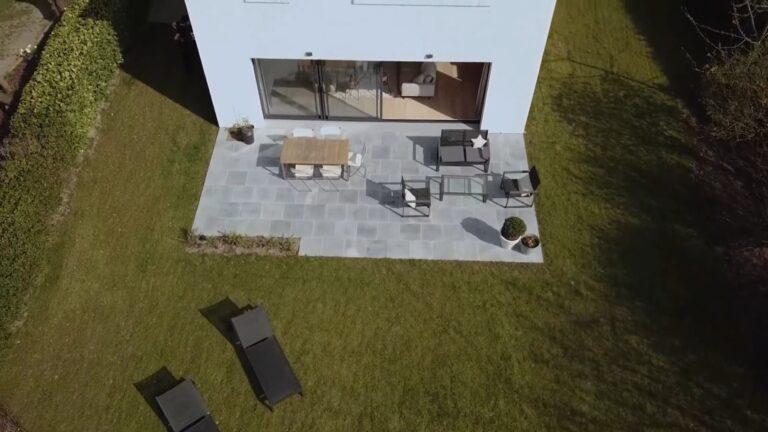 Une terrasse en pierre bleue : nos conseils, ses atouts, son prix